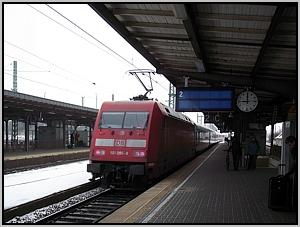 101 095 mit IC 2153 in Weimar