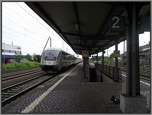 101 099 mit IC 2024 in Mainz-Mombach