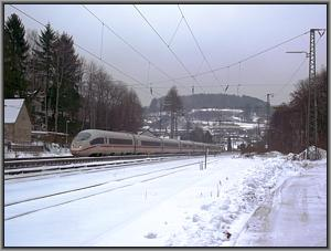 403 008 als ICE-W 722 in Heigenbrücken